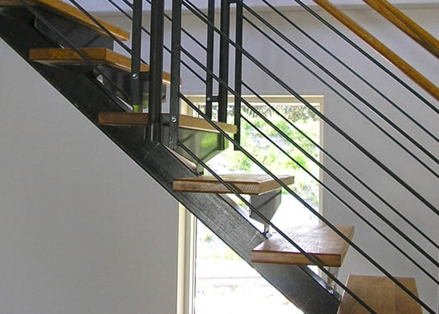 Trappa med stålbalk -trapptillverkaren trappor